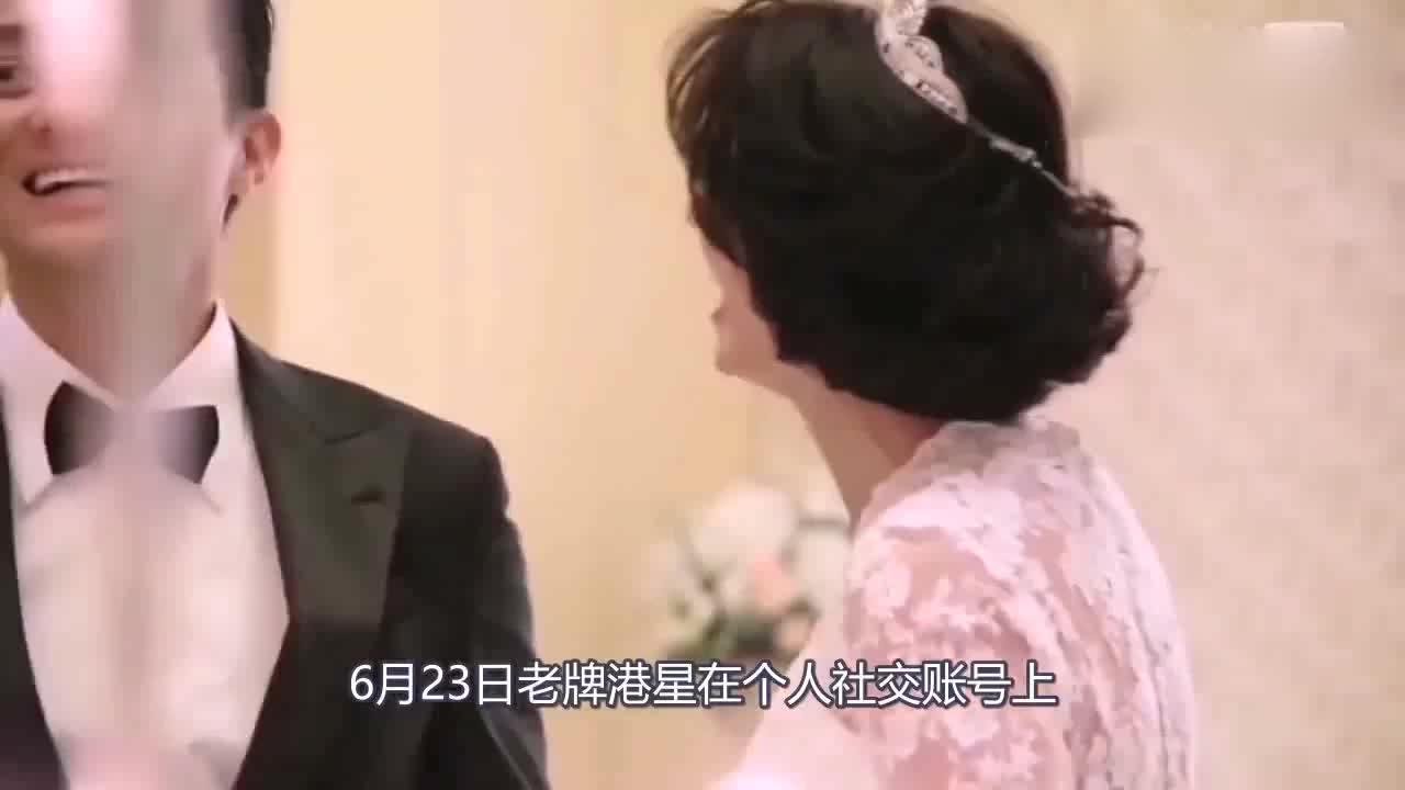 张智霖袁咏仪穿情侣装出席活动,现场众星云集,任达华夫妇抢镜