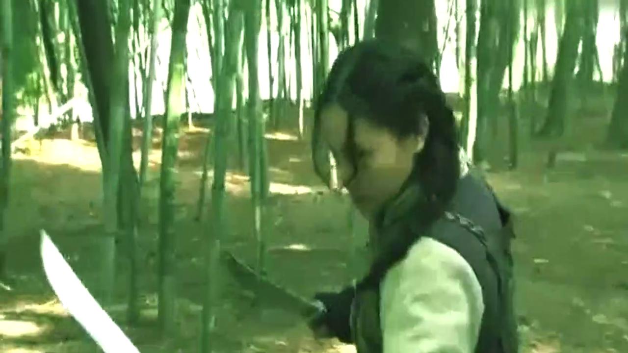 鬼子高手竹林想杀掉女特工,女特工五式单刀斩联手杀死鬼子!