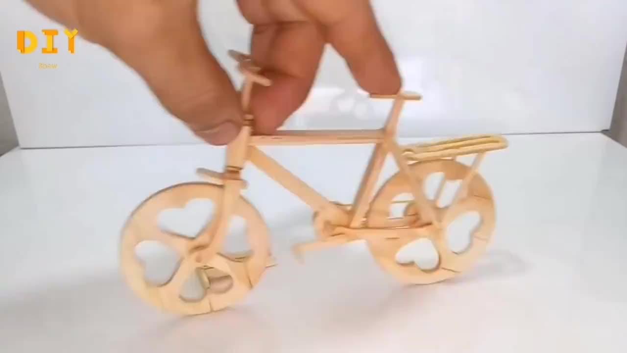 如何用雪糕棍制作微型自行车,手工难度3颗星,边看边学!