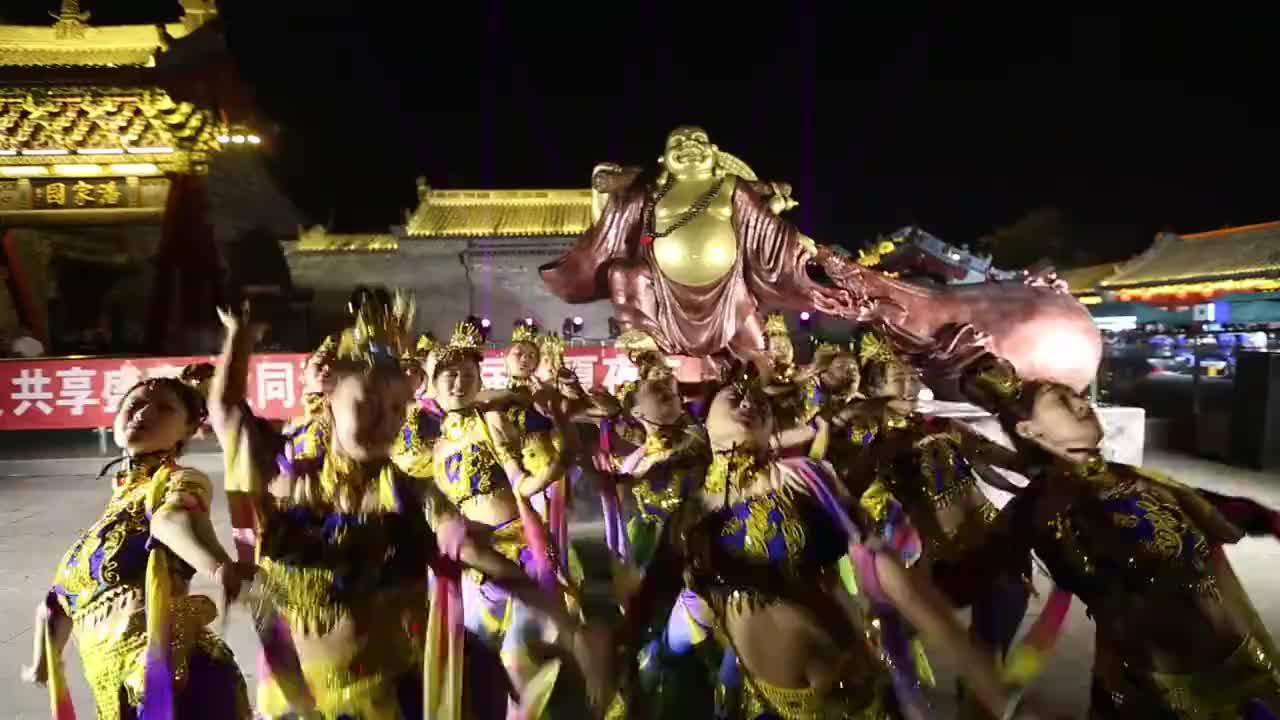 古都大同古城内人流如潮潘家园首届消夏夜市歌舞升平欢声鼎沸