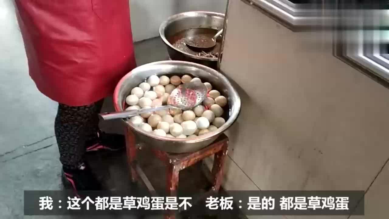 二十块钱买十四个毛鸡蛋配一头大蒜吃的流眼泪喝了半斤白酒