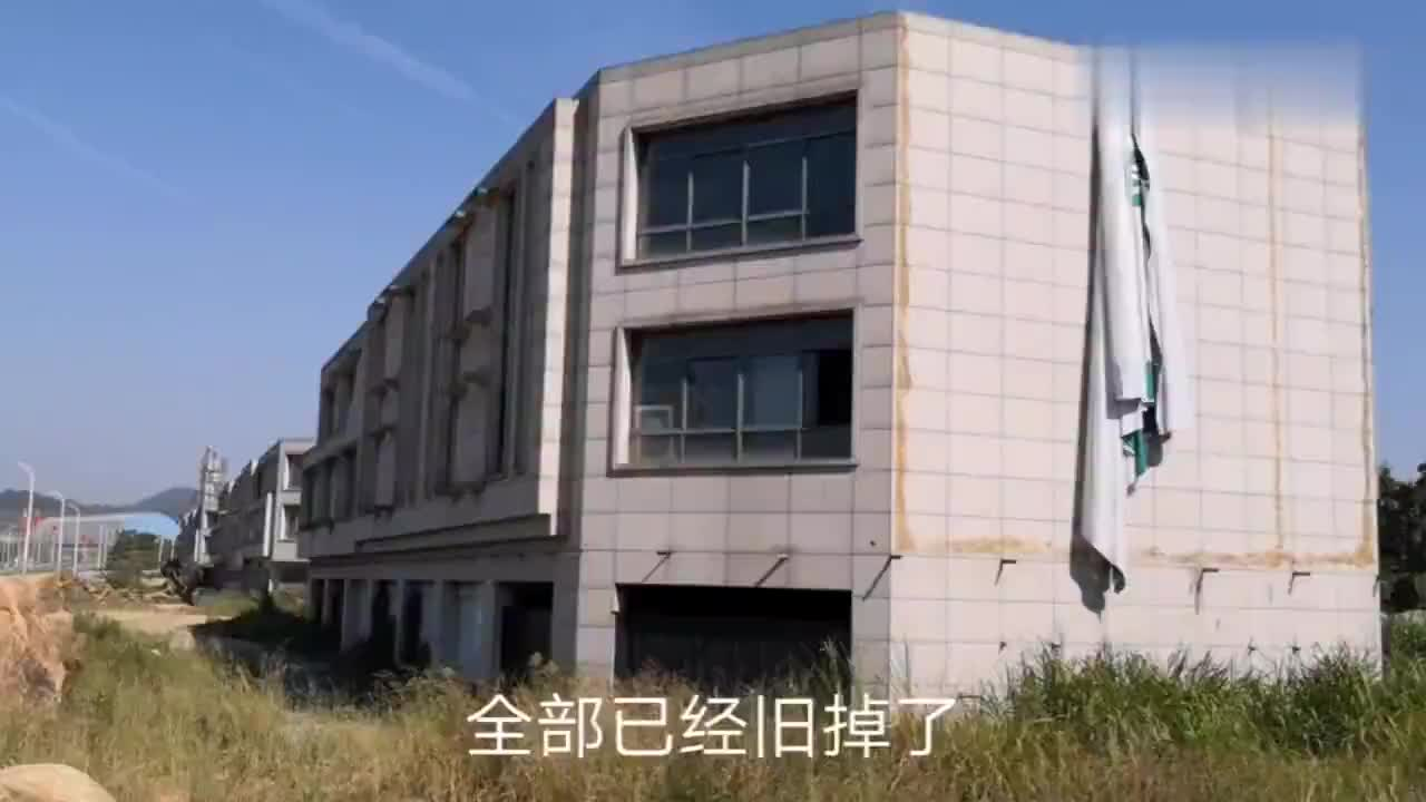 江西萍乡工业园里的烂尾楼十几栋这样的门面房小伙感觉真可惜