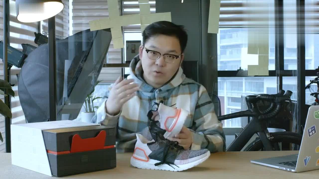 鞋子开箱阿迪达斯UB19开箱测评你们感觉鞋舌位置硌脚吗