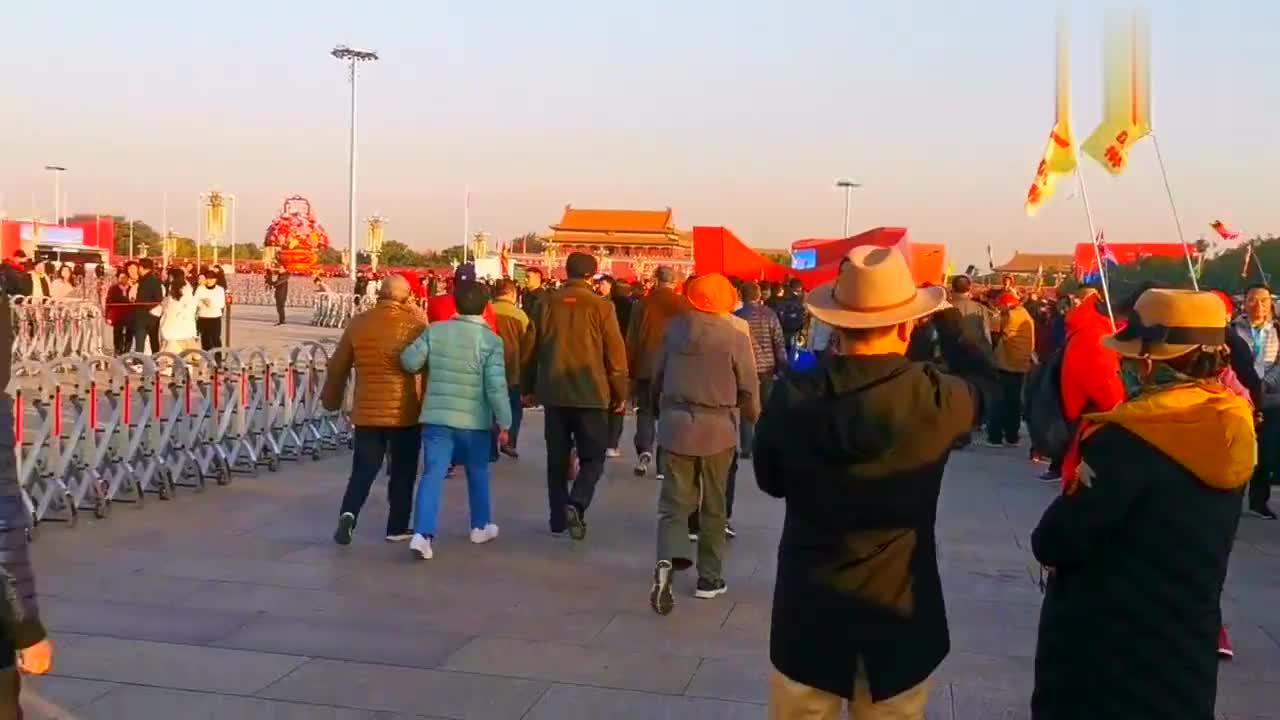 天安门广场最长的队伍,每天早晨来自各地的游客都会在这里排队