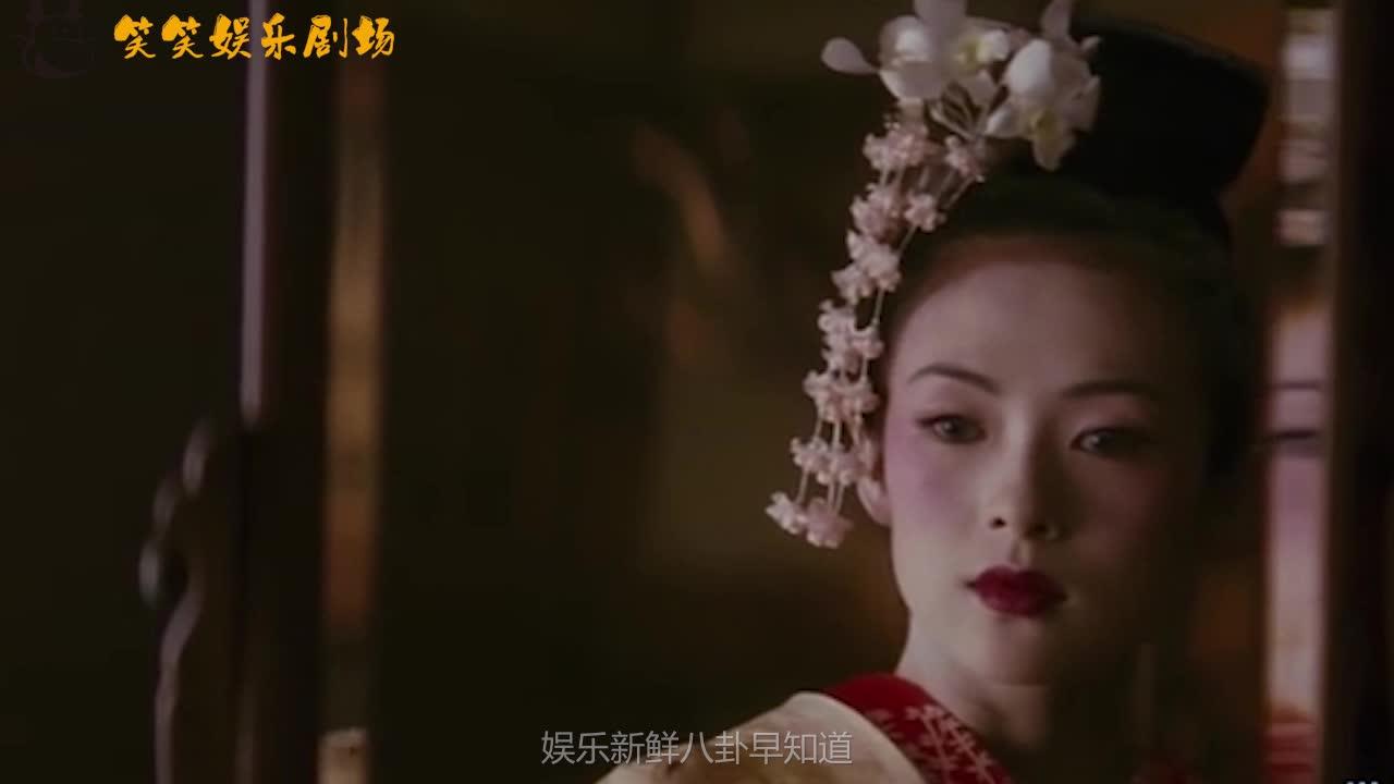 女星被揩油了怎么做?秦岚直接一巴掌上去,而她只能无奈保持微笑