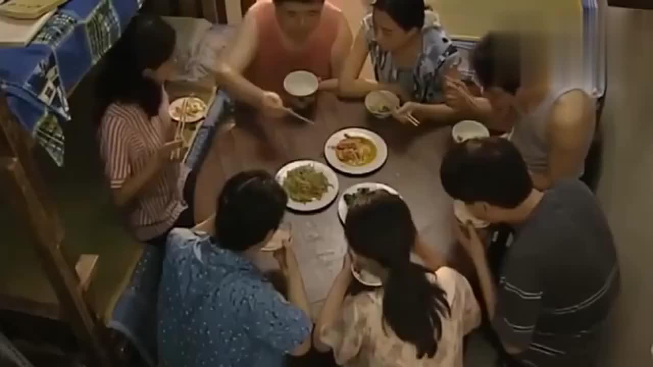 儿媳刚进门就要交伙食费小姑子饭桌上直接发飙交这么少