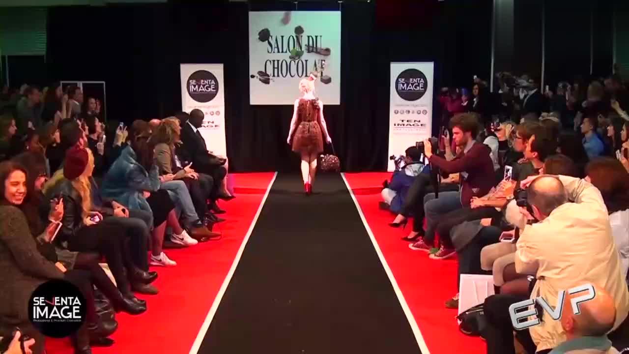 设计师真是大胆,用巧克力做裙子,惊艳全场