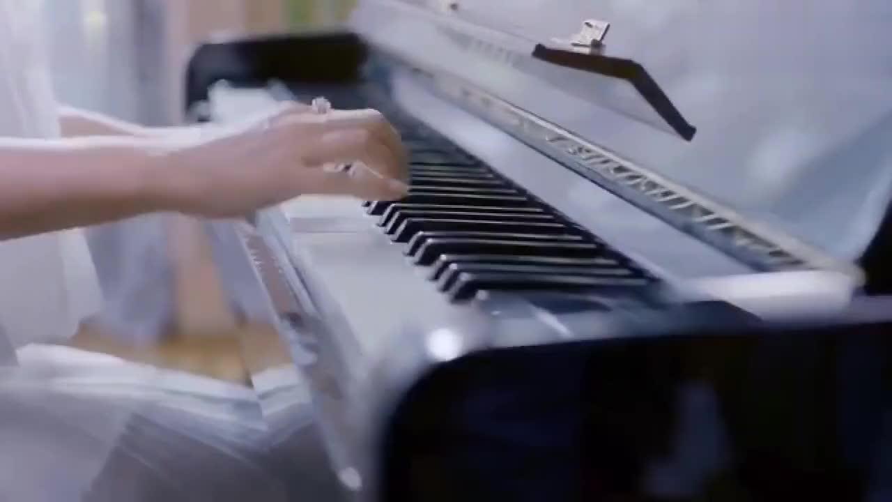 杨钰莹仙女广告,把广告拍成了专辑的感觉,温柔甜美端庄大气