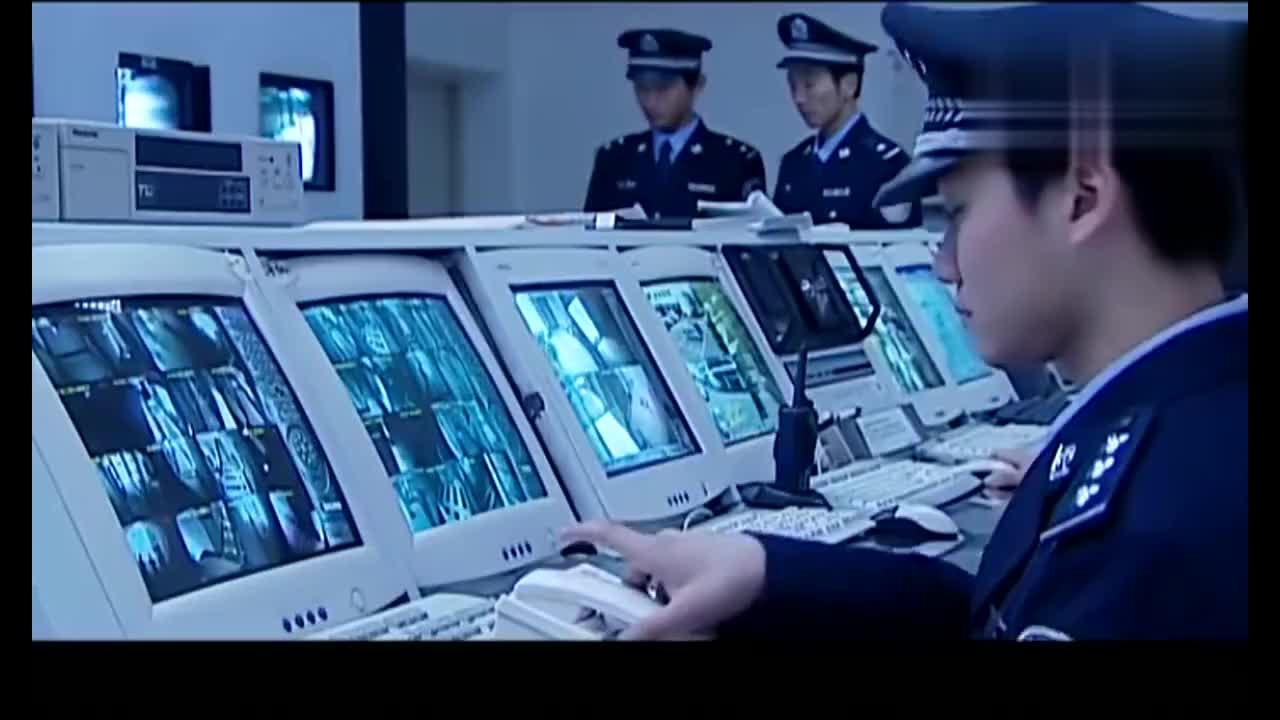 罪域警察监听手机有信号立刻出警还是晚了一步