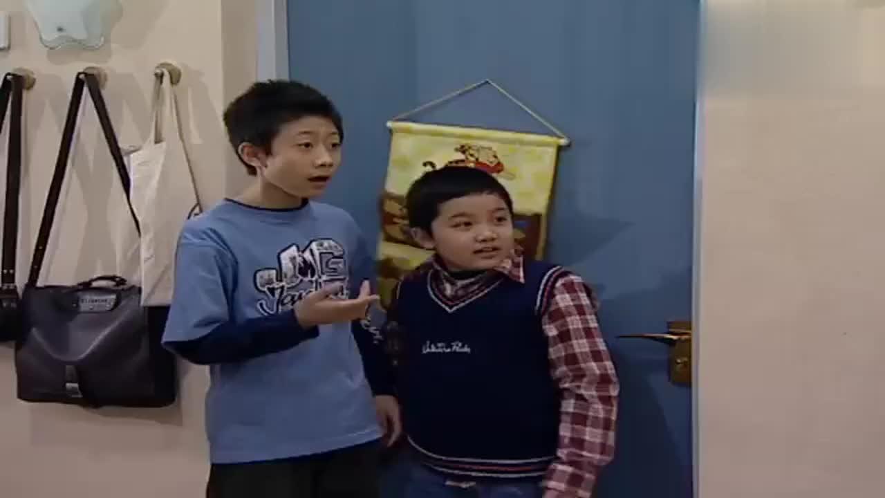 蔡明明找不到工作来向小雪哭诉刘星和小雨在门外偷听