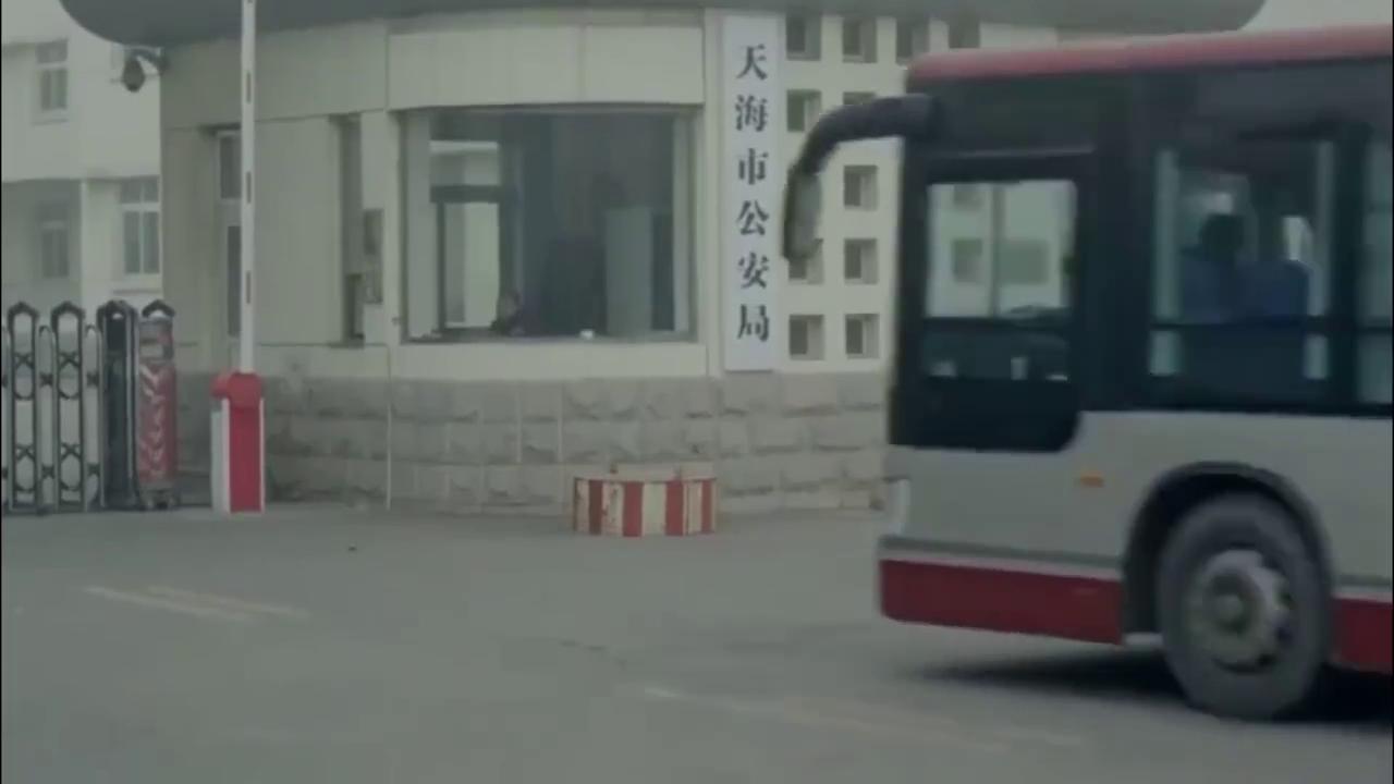 乘客丢钱包,司机直接把车开到派出所
