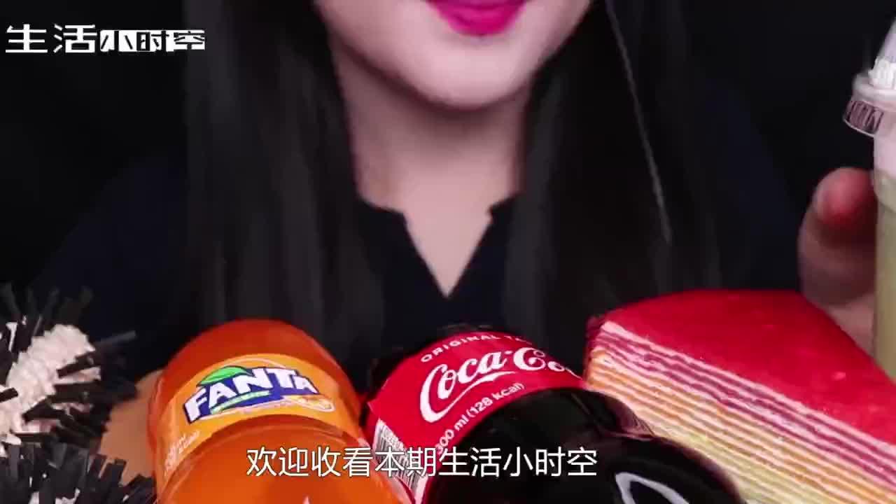 小姐姐吃可食用毛刷汽水瓶粉粉嫩嫩的小朋友千万不要模仿