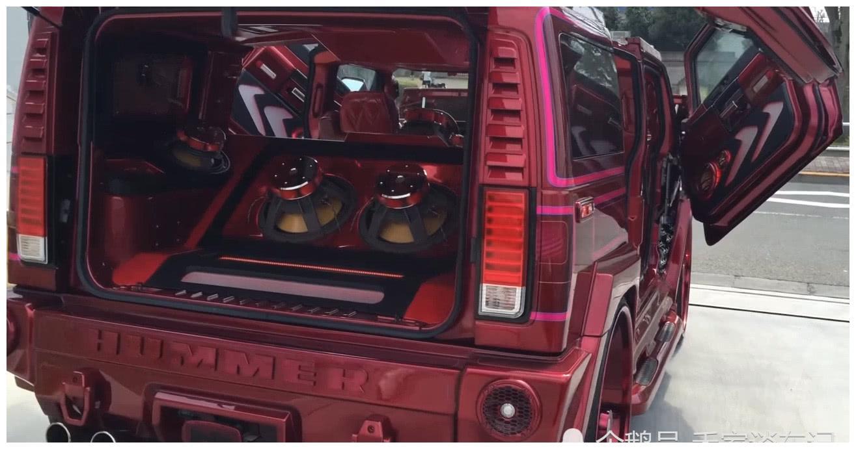 悍马H3改成跑车,看见后备箱的移动KTV时,我服了!
