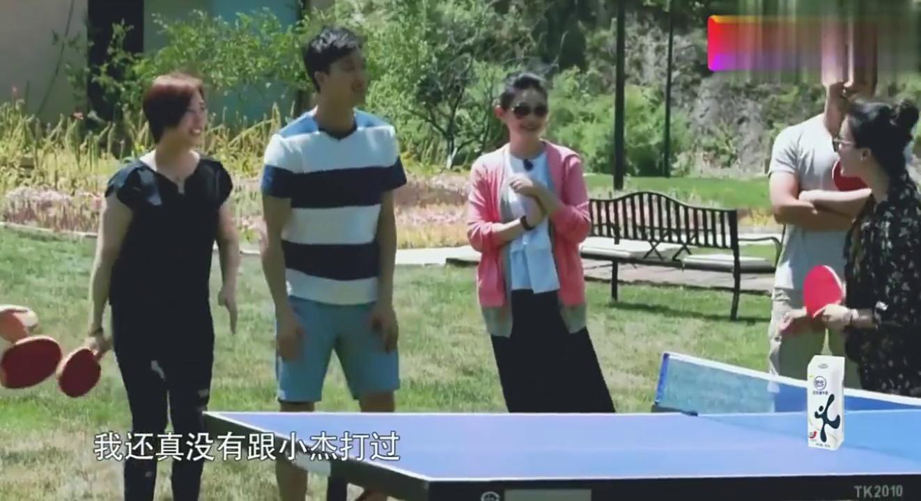 福原爱为了能让王楠指导江宏杰打球,一路小跑为楠姐捡球