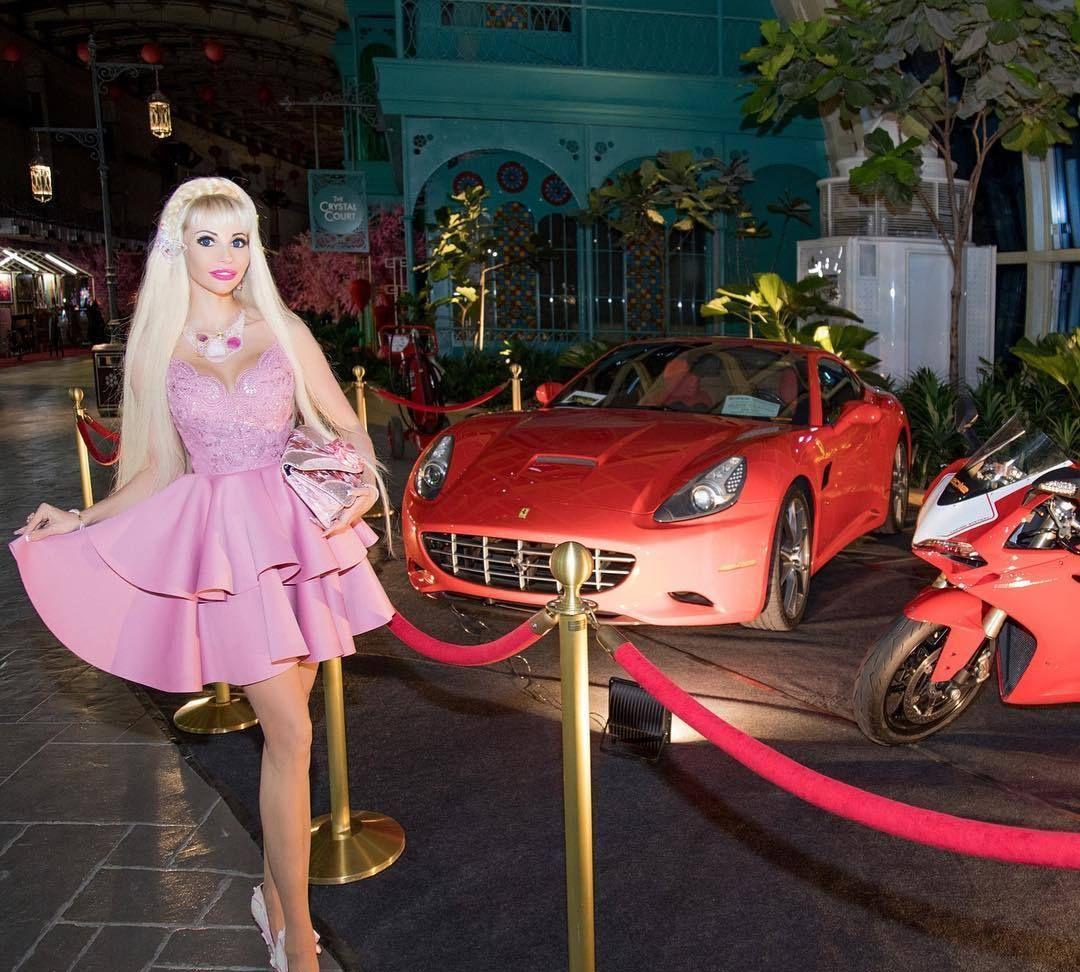 辣眼:结了五次婚,花了15万美金,终于将自己整成芭比娃娃