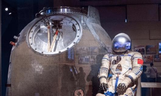 航天员落地后,为何露面都非得坐椅子后果难以承担