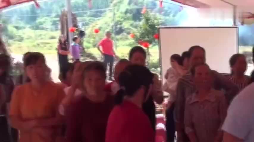 江西客家人结婚新郎新娘拿两个鸡腿拜天地你们见过吗