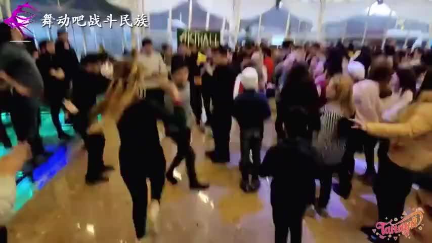 真快阿塞拜疆女孩和弟弟跳崴脚舞网友脚底抹油了吧