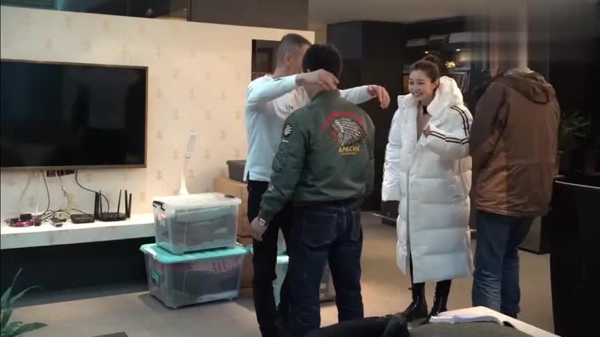 聂远亲自为宋轶示范亲密戏, 与男导演接吻考拉抱引爆笑