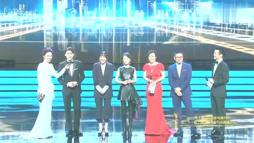 李易峰周冬雨出席上海电影节易峰自调侃年纪关系没做太多贡献