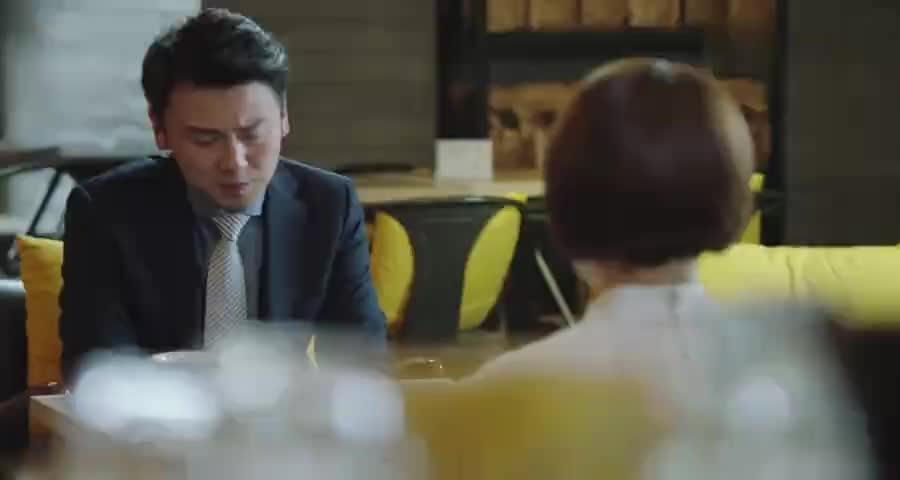陈俊生为了凌玲去求唐晶,唐晶直接霸气反怼陈俊生,气的当场脸黑
