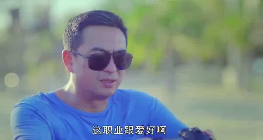 老马海边畅谈人生,小米一惊一乍吓着老马,老马说想早点回北京