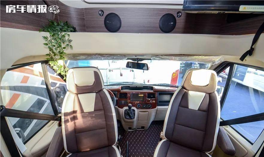 喜欢福特房车的注意啦!这款内饰豪华,采用进口车布局,性价比高