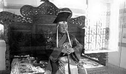 罕见老照片:袁世凯身穿龙袍登基,最后一位至今仍是一个谜!