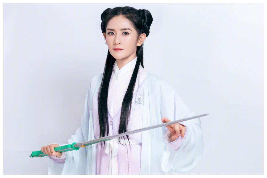 谢娜发博称出演《花千骨》续集,赵丽颖前来祝贺,造型不输颖宝