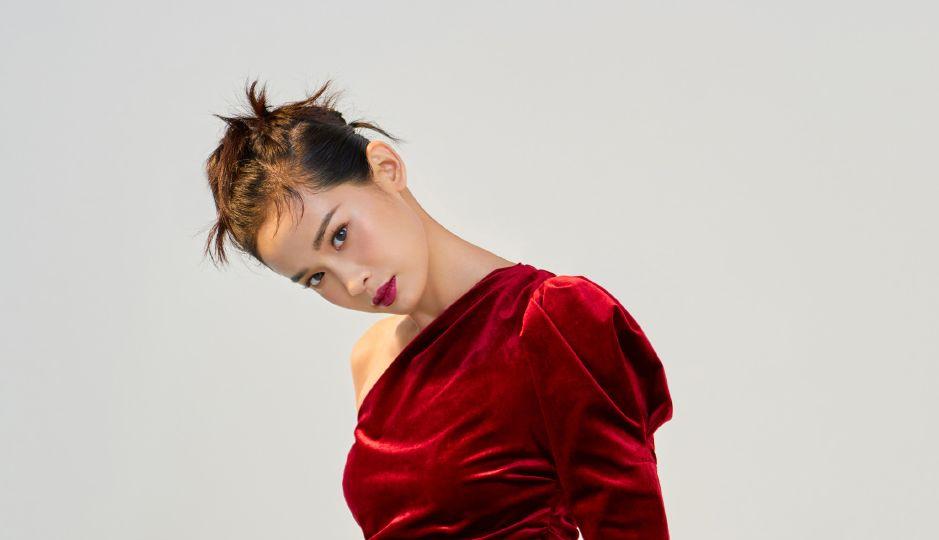 屈菁菁:看起来其貌不扬的姑娘,身材却超级好,好到让人羡慕嫉妒