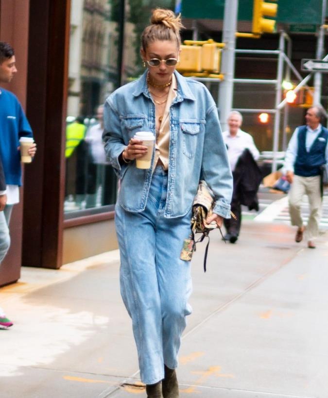 吉吉·哈迪德Gigi Hadid街拍,牛仔外套 高腰牛仔裤,复古有个性