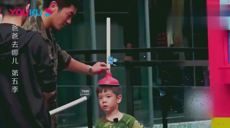 爸爸去哪儿:陈小春道具都准备好了,不料一群爷爷却在外面学念字