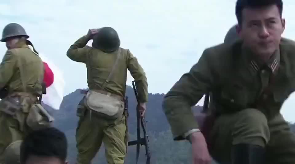 美国大兵留下炸掉日军军火库