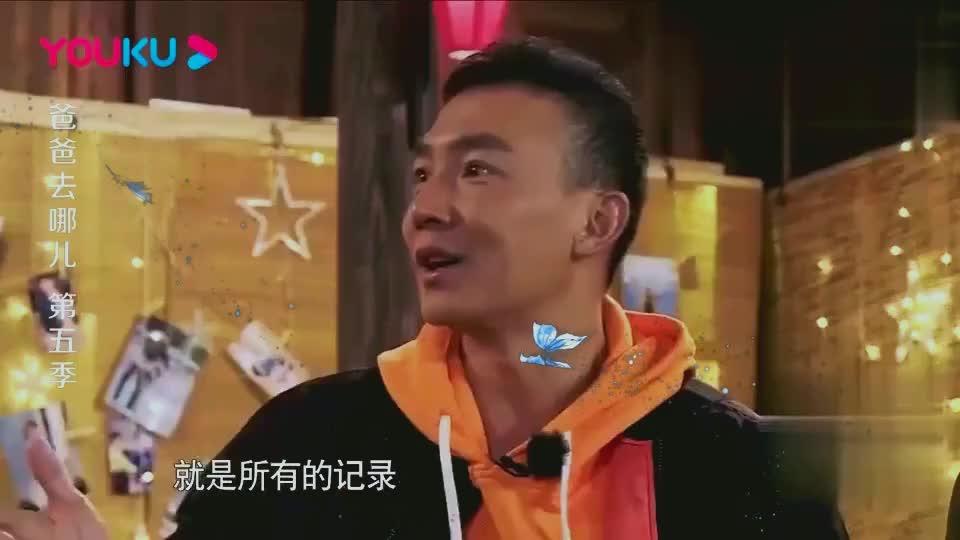小泡芙一出场第一个哇的不是刘畊宏,而是陈小春,陈小春笑了!