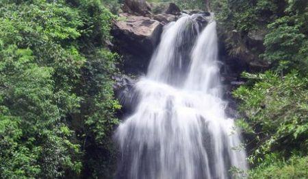 """中国最神奇瀑布,下雨就变""""新娘"""""""