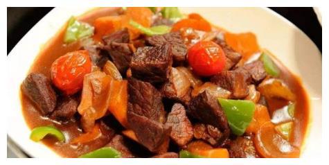 胡萝卜的芳香甘甜融合辣椒的火辣刺激,吃起来质脆味美、酸辣爽口