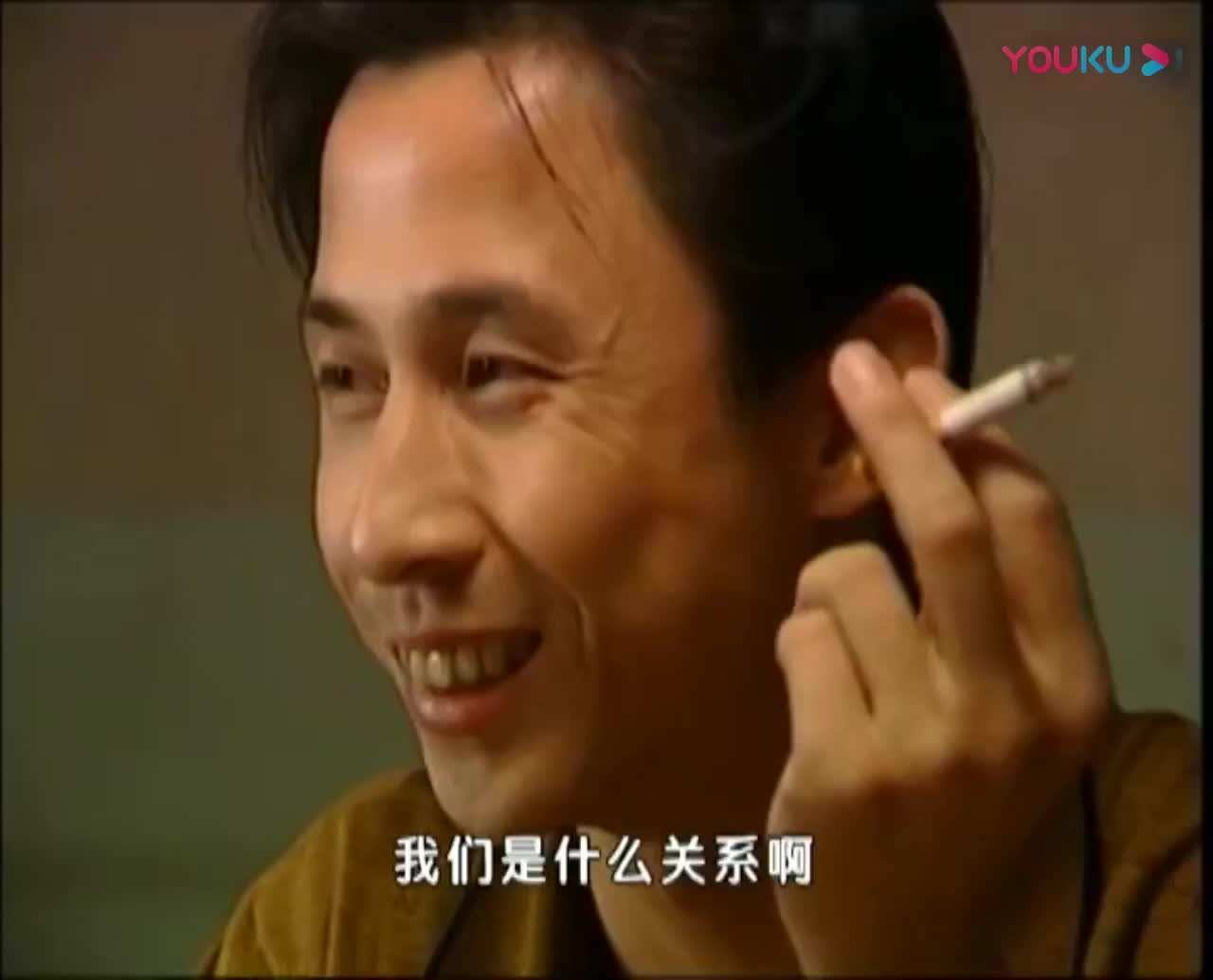妻子和别人打麻将,老公弯腰捡麻将时无意中竟发现妻子的秘密