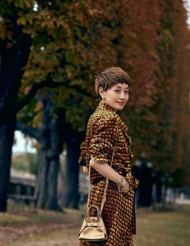 马伊琍连换3套衣服现身巴黎街拍,美得高级大气