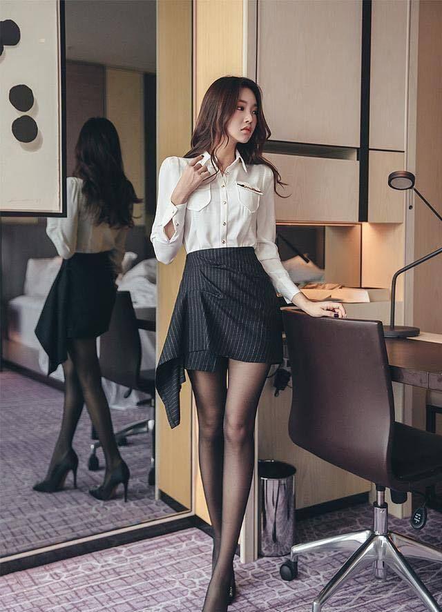 职场女性的甜美搭配:职业装+黑丝袜,总是享受着被宠爱的感觉!