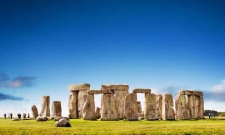 复活节岛上的巨石阵是干么用的呢?是外星人的灯塔还是UFO基地?