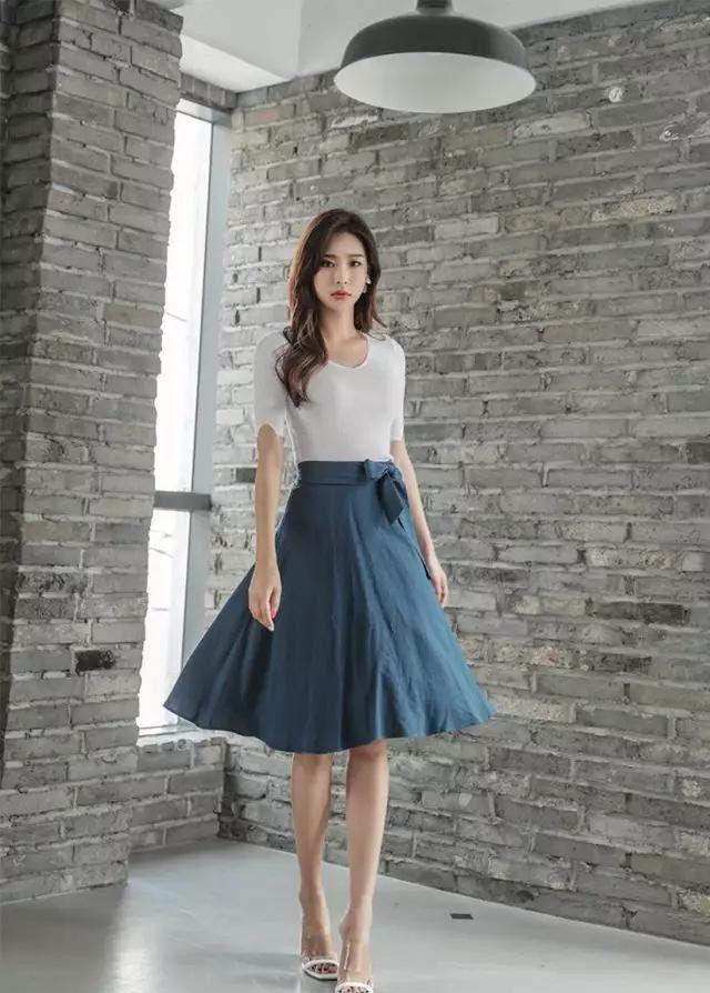 街拍:气质优雅的长裙美女,穿出曼妙的身姿,让人看呆了!