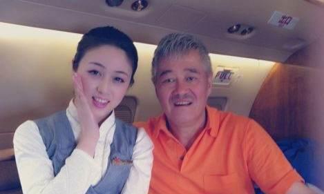 赵本山私人飞机上的空姐,身材曼妙要求苛刻,年薪曝光数字惊人