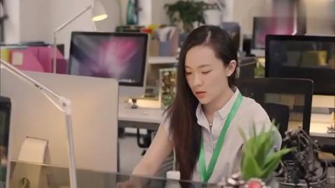 美女电脑被人动手脚,中了病毒文稿全丢失,被逼无奈通宵赶稿