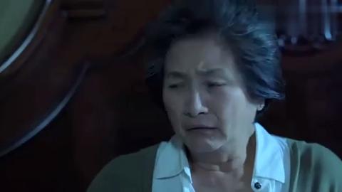 奶奶怕黑大叫出声,依珊赶紧过来查看,二人一个比一个怕黑!