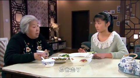 奶奶把后妈赶走继女哭着要她回来不料奶奶说出真实原因感人