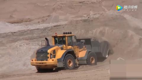 沃尔沃新款轮式装载机大挖斗机动性高无冒烟