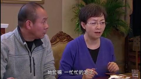 儿子带父母住豪宅,吃完饭立马把碗筷藏起来,这豪宅来的不简单