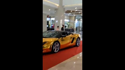 你们见过这样黄金版的豪车吗这也太有排面了
