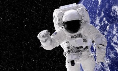 航天员回不到地球将会去哪里?3位飘在太空20年,而他飞出太阳