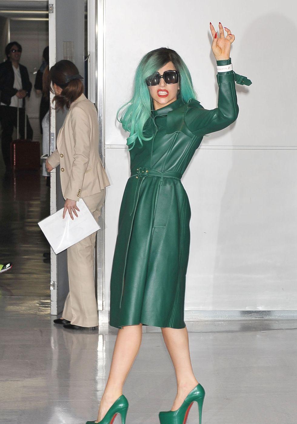 7张Lady Gaga最奇怪的机场装扮,这时尚,你敢模仿吗?
